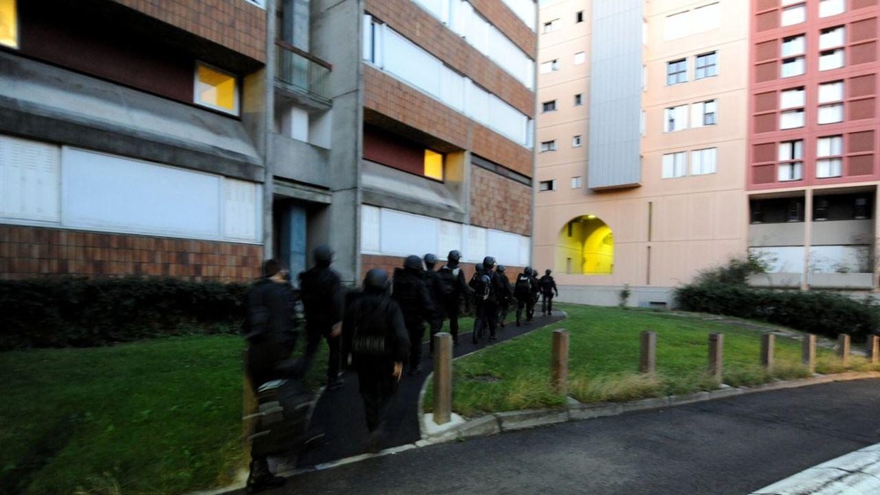 Ces violences urbaines ont eu lieu dans une quinzaine de quartiers dans la banlieue ouest de Paris.