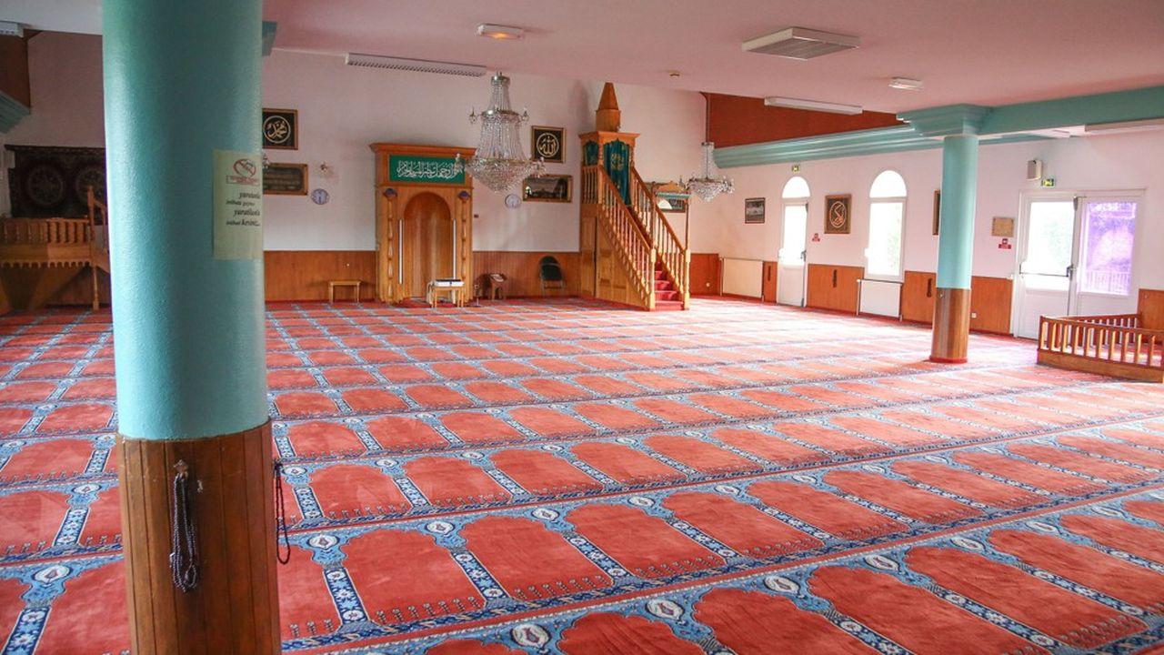 En France, dans la pratique du culte, rien ne changera vraiment puisque les mosquées ont été fermées depuis le début de l'épidémie du coronavirus