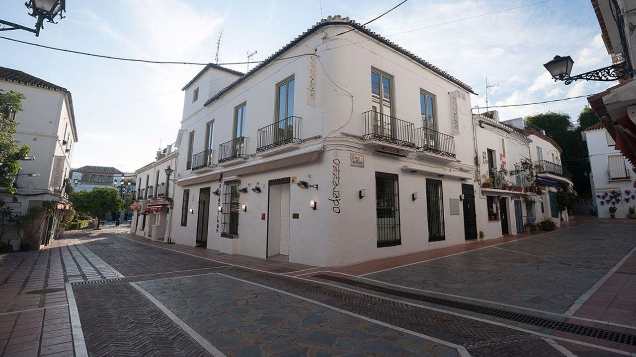 Une rue vide à Marbella.