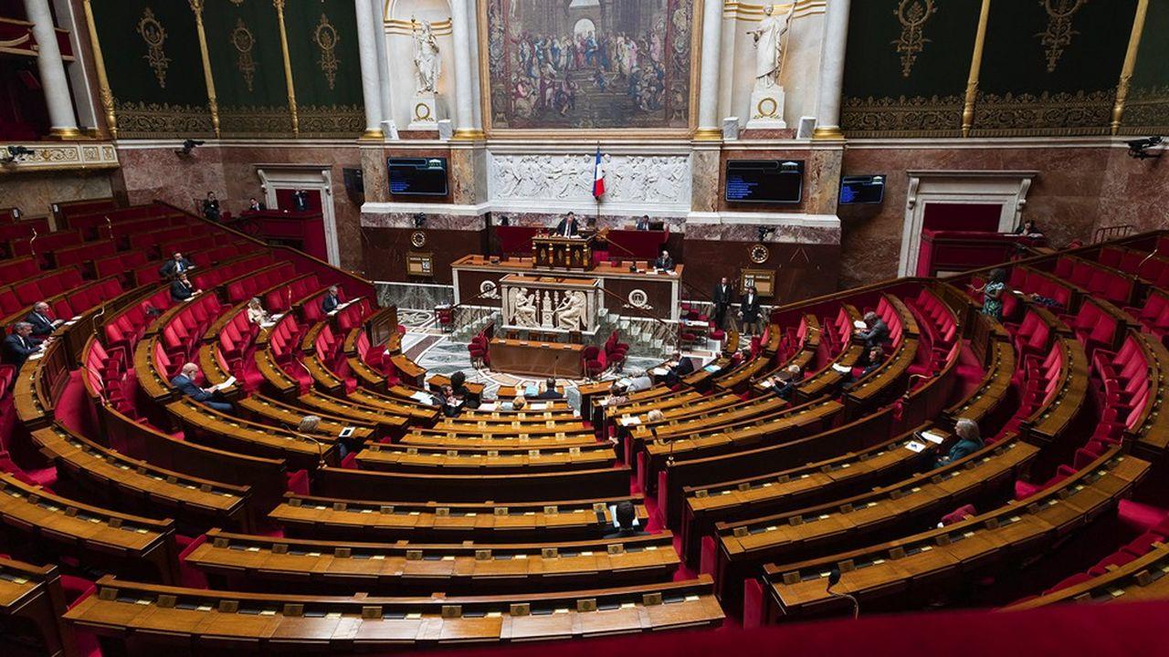 Finalement, l'Assemblée nationale et le Sénat n'auront pas de débats et de votes spécifiques sur le projet d'application StopCovid, ce qui passe mal au sein de la majorité.