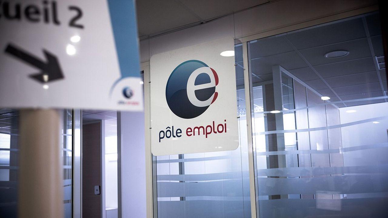 La hausse des inscriptions à Pôle emploi va s'ajouter la baisse des reprises d'emploi des chômeurs, qui resteront donc inscrits le temps que les embauches reprennent