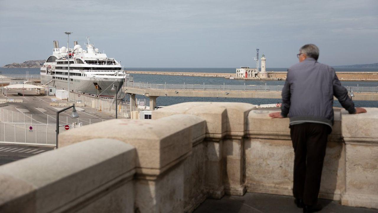 Un navire de la compagnie Ponant en escale forcée à Marseille du fait de la crise du coronavirus.
