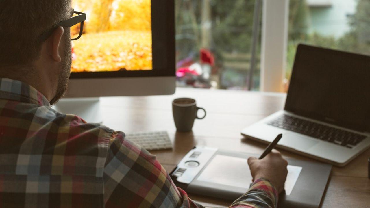 Dans les métiers de la création, le travail à distance suppose une bonne infrastructure informatique dans les entreprises pour échanger de gros fichiers.