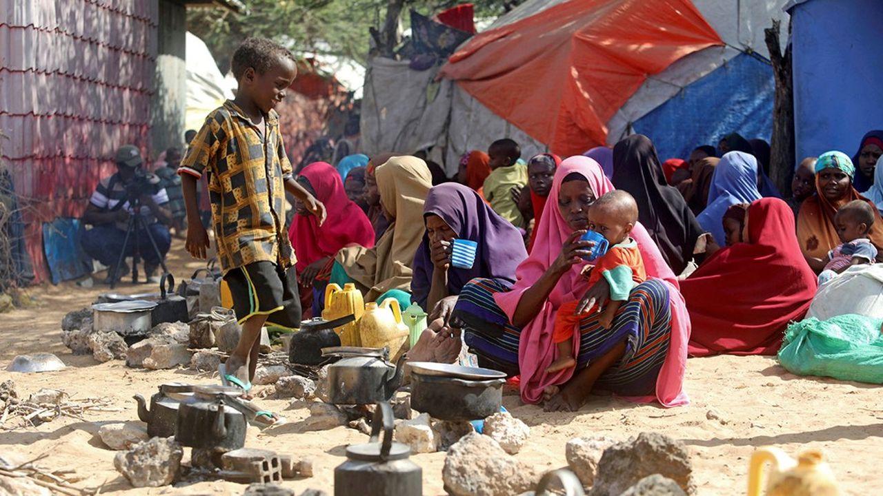 Une famille dans un camp de déplacés en Somalie.