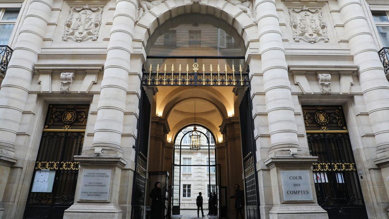 La Cour des comptes s'inquiète des effets d'une hausse des taux d'intérêt sur la charge de la dette.