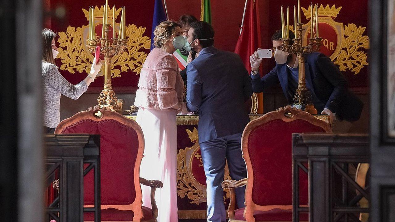 Mariage à la mairie de Rome en pleine épidémie de coronavirus