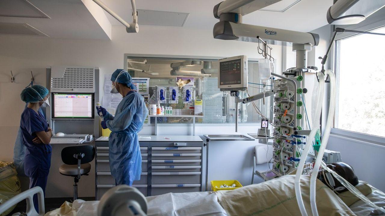 Les hôpitaux sont pris en ciseaux entre une activité ordinaire qui s'écroule et des dépenses pour lutter contre le coronavirus qui explosent.