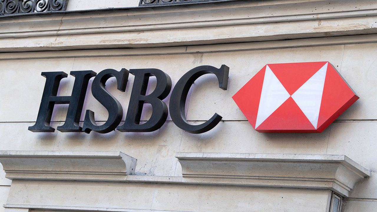 Le bénéfice net de la banque HSBC a fondu de moitié au premier trimestre, à 3,2milliards de dollars (2,95milliards d'euros).