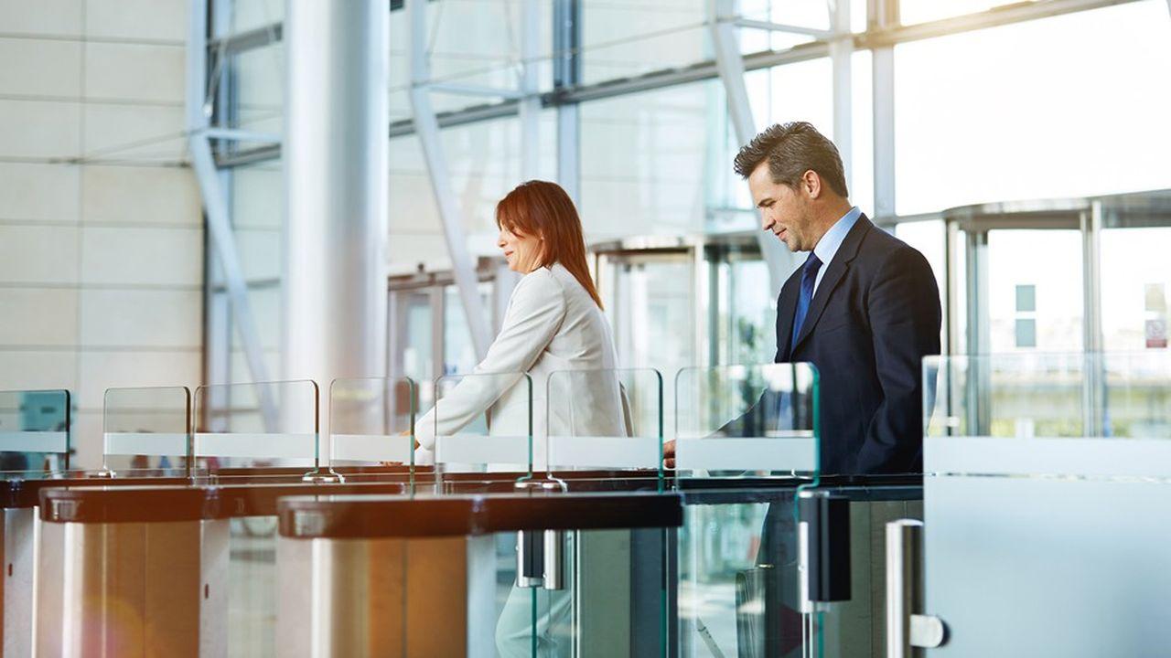 L'un des enjeux du retour au bureau sera pour l'employeur d'avoir une vision claire du nombre de personnes sur le site et un suivi de leurs déplacements.