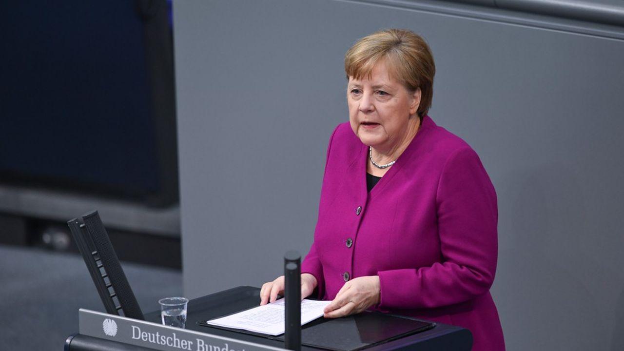 Les milliards mobilisés en Allemagne dans la lutte contre le coronavirus n'empêcheront pas le pays de tenir ses engagements climatiques, a promis mardi Angela Merkel lors du dialogue sur le climat de Petersberg. REUTERS/Annegret Hilse