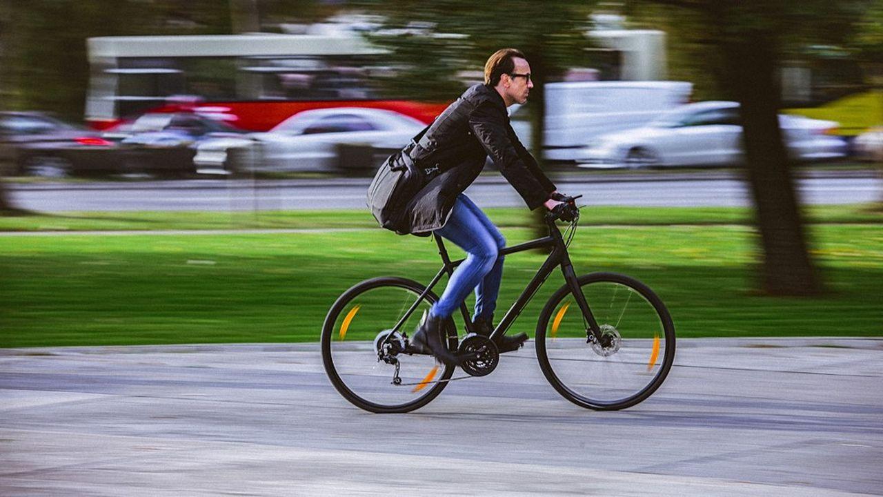 Le Val-de-Marne va créer 40 kilomètres de pistes cyclables sanitaires sur les voiries suivant les itinéraires des principales lignes de transport en commun.