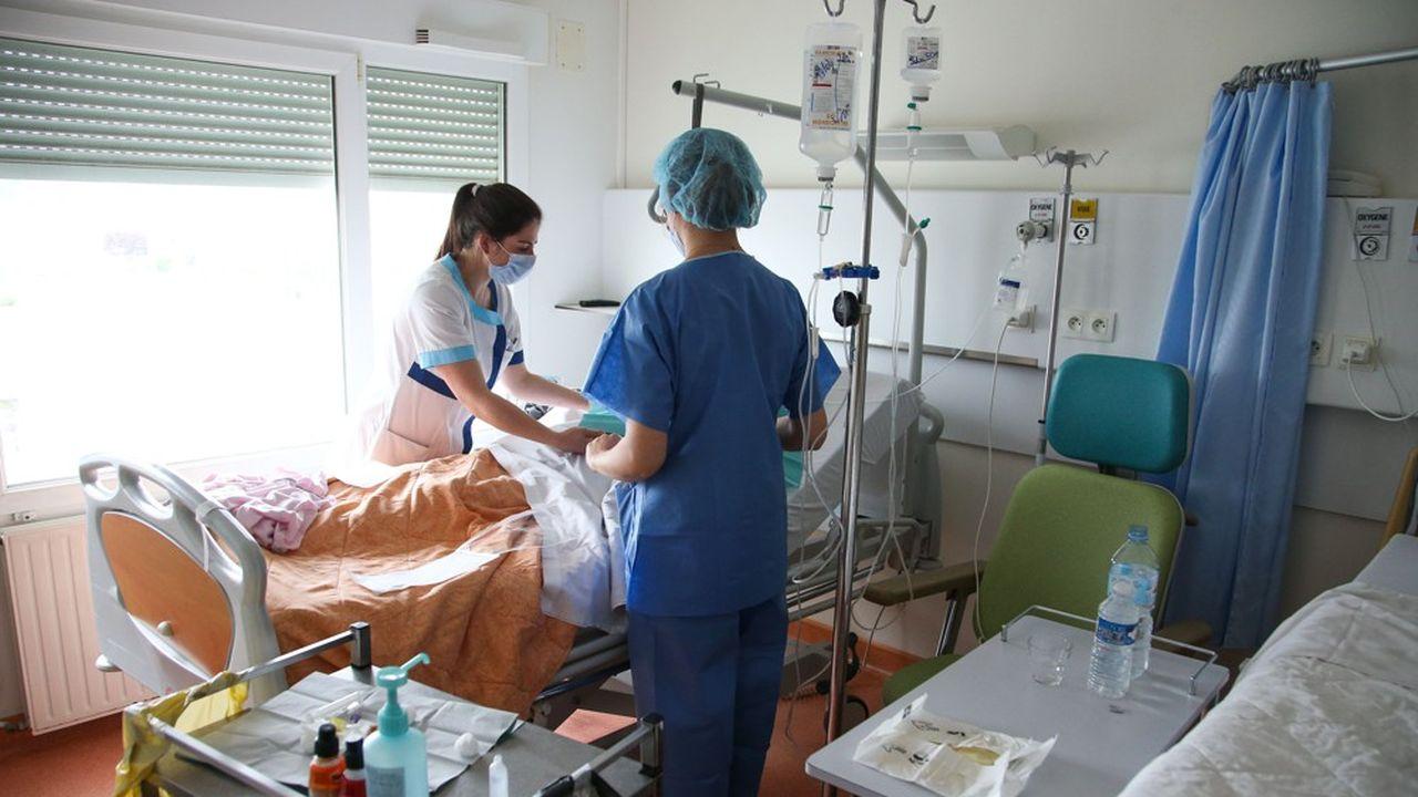 En France, les premiers cas de coronavirus ont été officiellement détectés le 24janvier dans l'Hexagone