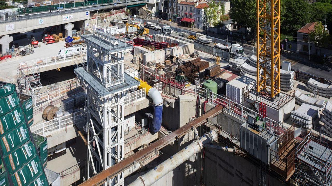 Sur le chantier de la ligne 15 Sud, qui mobilisait 690 personnes avant l'épidémie de Covid-19, le puits d'accès d'Arcueil Cachan a redémarré depuis une semaine et 290 ouvriers étaient présents mardi.