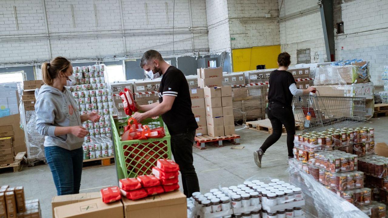 Plus d'une centaine de colis alimentaires quotidiens sont actuellement distribués aux familles ou personnes en difficultés