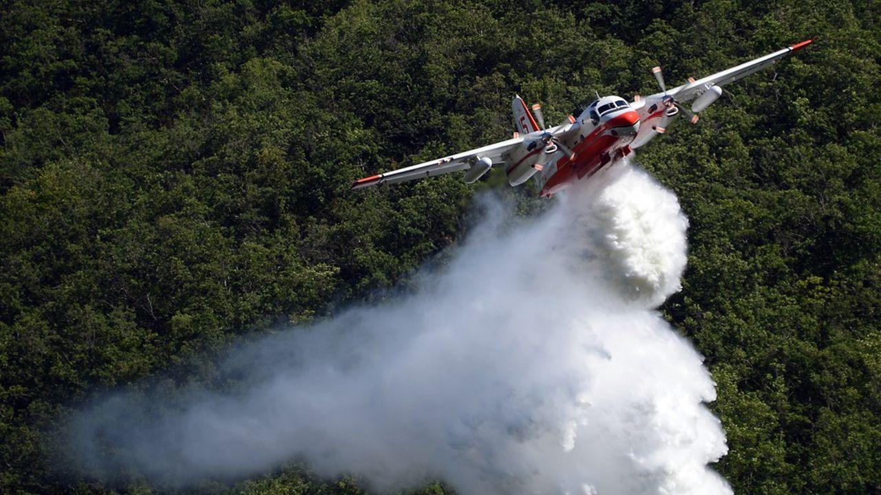 Les Tracker ont été reconvertis en bombardiers d'eau dans les années 1970.