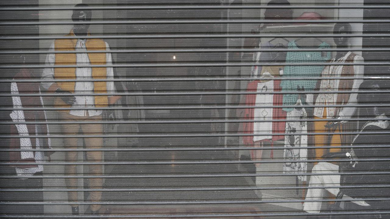 La fermeture des magasins liée au confinement, comme ici à Ronda, en Espagne, a déprimé l'activité de la zone euro.