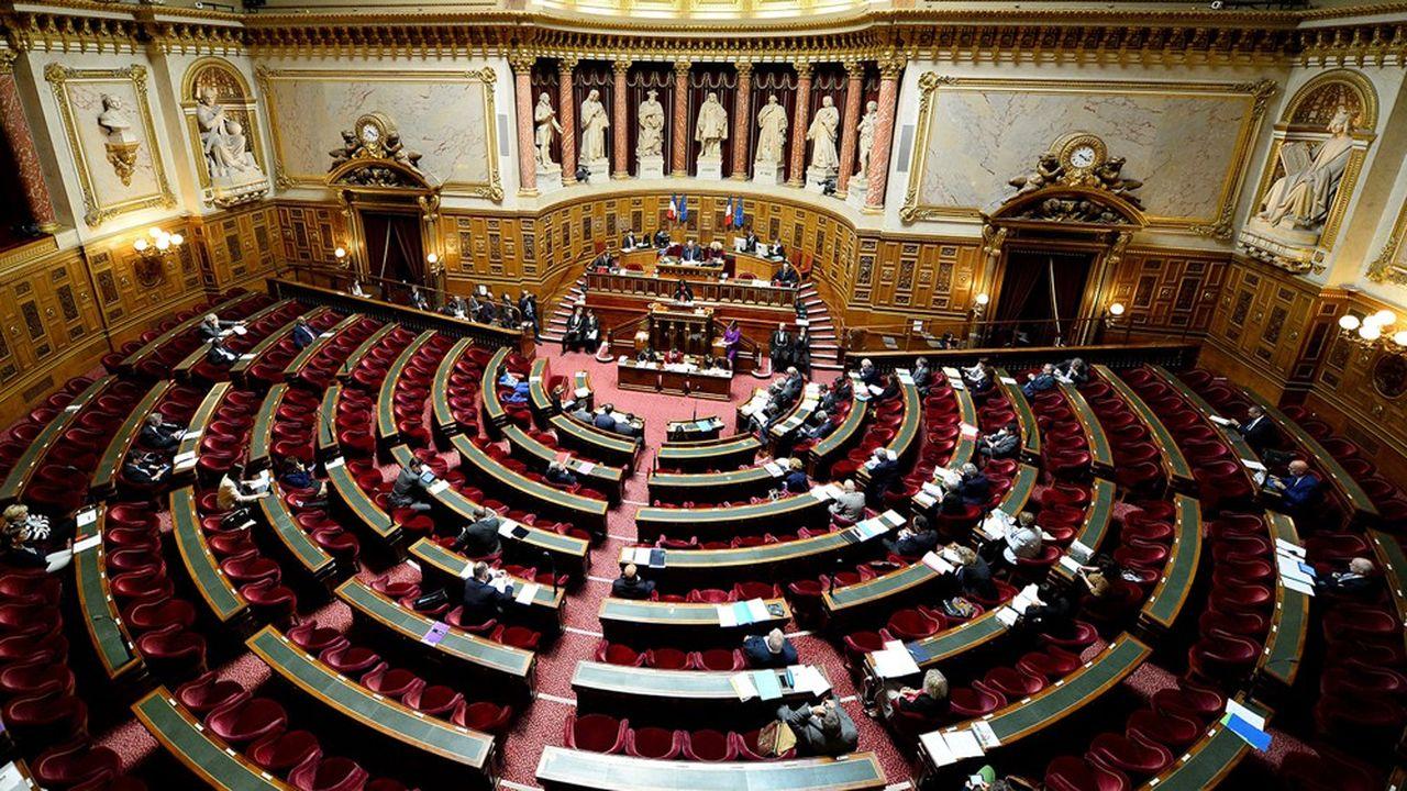 Le projet de loi qui proroge l'Etat d'urgence sanitaire et sera présenté samedi en Conseil des ministres, doit être soumis dès lundi à l'examen du Sénat.