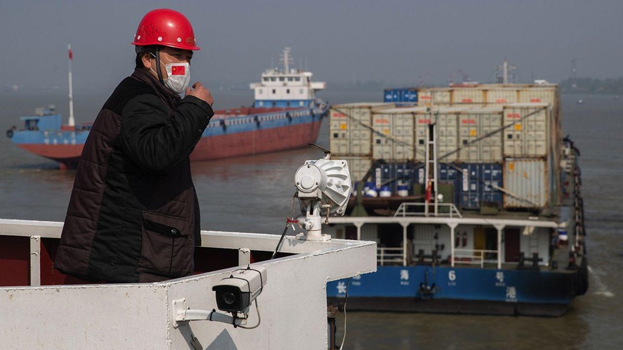 Avec ses nombreux ports tout au long de sa façade maritime, la Chine manutentionne en temps normal 33% du trafic maritime mondial.