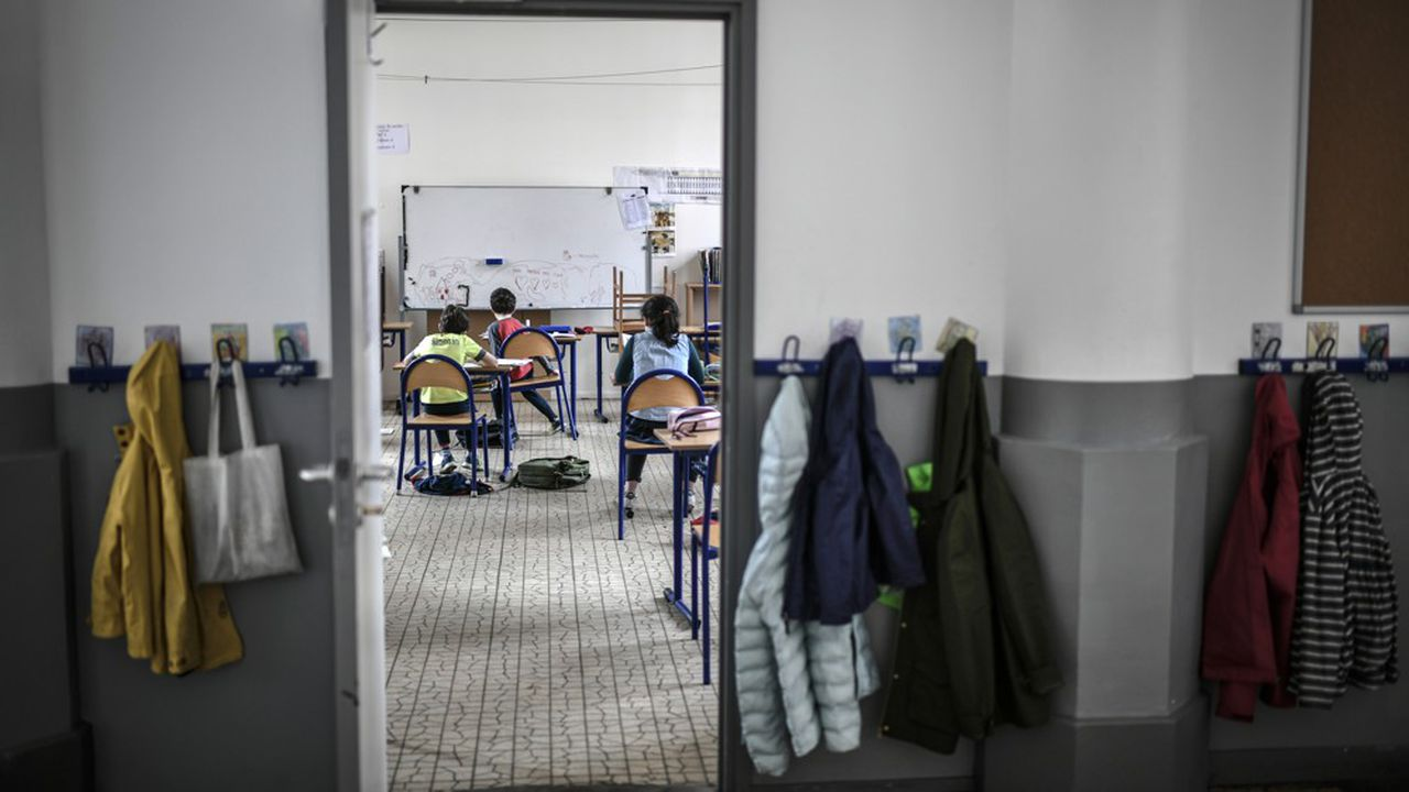«Il faut ne jamais avoir visité une école ancienne pour savoir que le couloir, on ne va pas le changer en l'espace de quinze jours!» avait réagi jeudi, le président de l'Association des maires de France, François Baroin, devant les députés.