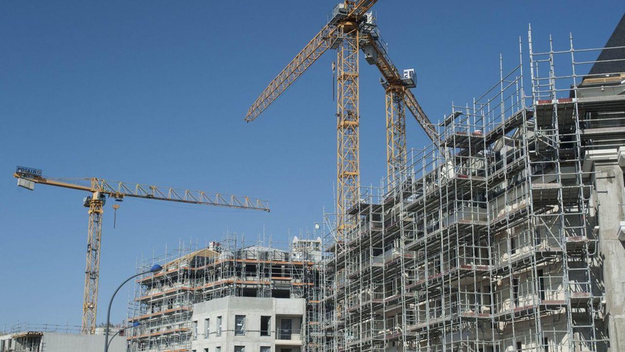 Le secteur de la construction aurait ralenti de 80% au moins pendant le confinement en France, selon l'Insee, alors qu'il aurait seulement freiné de 3% en Allemagne, selon l'IFO.