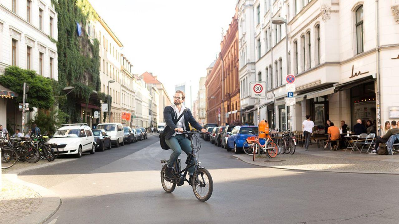 On croise chaque année davantage de vélos électriques dans les rues.