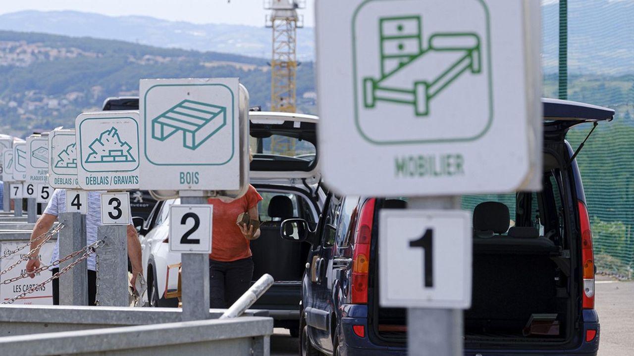 Dans les déchetteries, il est demandé aux usagers de respecter quelques règles notamment d'attendre son tour en restant dans son véhicule.
