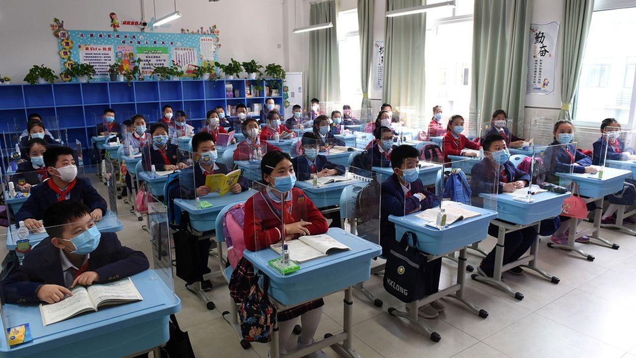 En Chine, pays à l'origine de la pandémie de coronavirus, 30% à 40% des écoles ont rouvert leurs portes, rapporte l'Unesco.