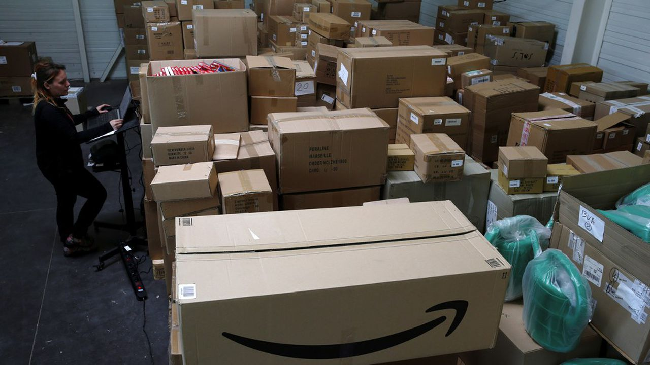 Amazon France a souhaité recourir au chômage partiel, mis en place très largement pour faire face aux conséquences économiques du Covid-19.