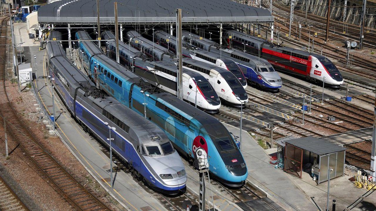 Seuls 32% des TGV devraient finalement être mis en circulation dans l'Hexagone à partir du déconfinement, avec un siège sur deux interdit à la vente, contre 7% de trains affichés depuis la mi-mars.