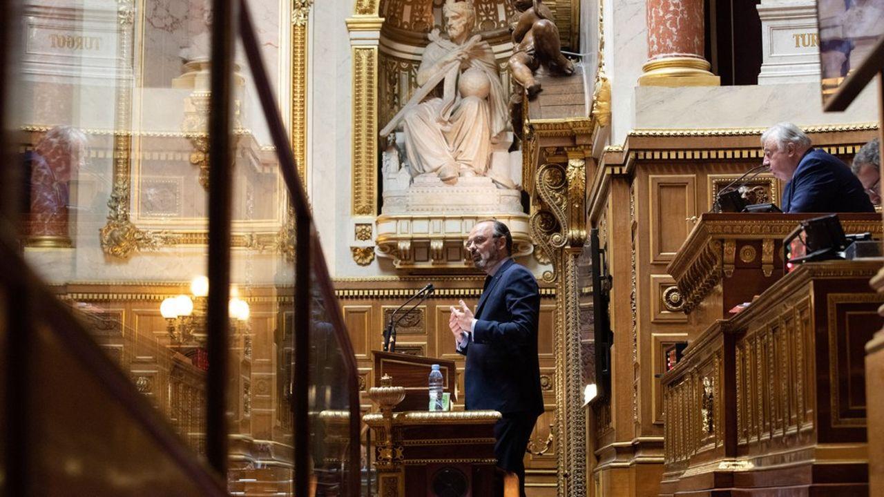 La France est sur un «chemin de crête entre deux à-pics vertigineux», a déclaré ce lundi Edouard Philippe au Sénat.