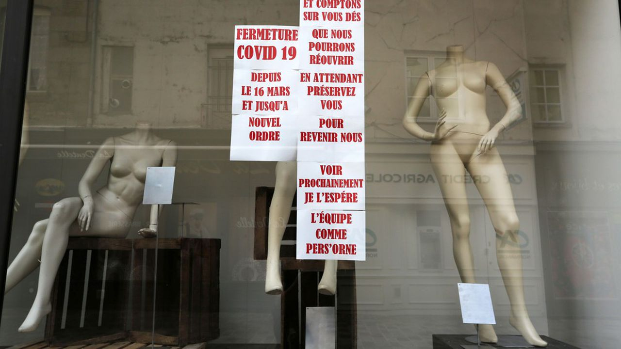 Les commerces d'habillement portent des stocks, estimés à 2,5milliards d'euros, selon la Fédération nationale de ces entreprises, après la crise du Covid 19.