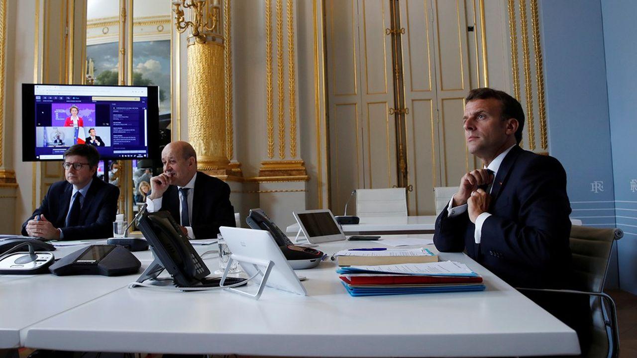 Le président Emmanuel Macron et le ministre des Affaires Etrangères, Jean-Yves Le Drian, participent depuis l'Elysée à la levée de fonds organisée par la Commission européenne pour combattre le coronavirus.