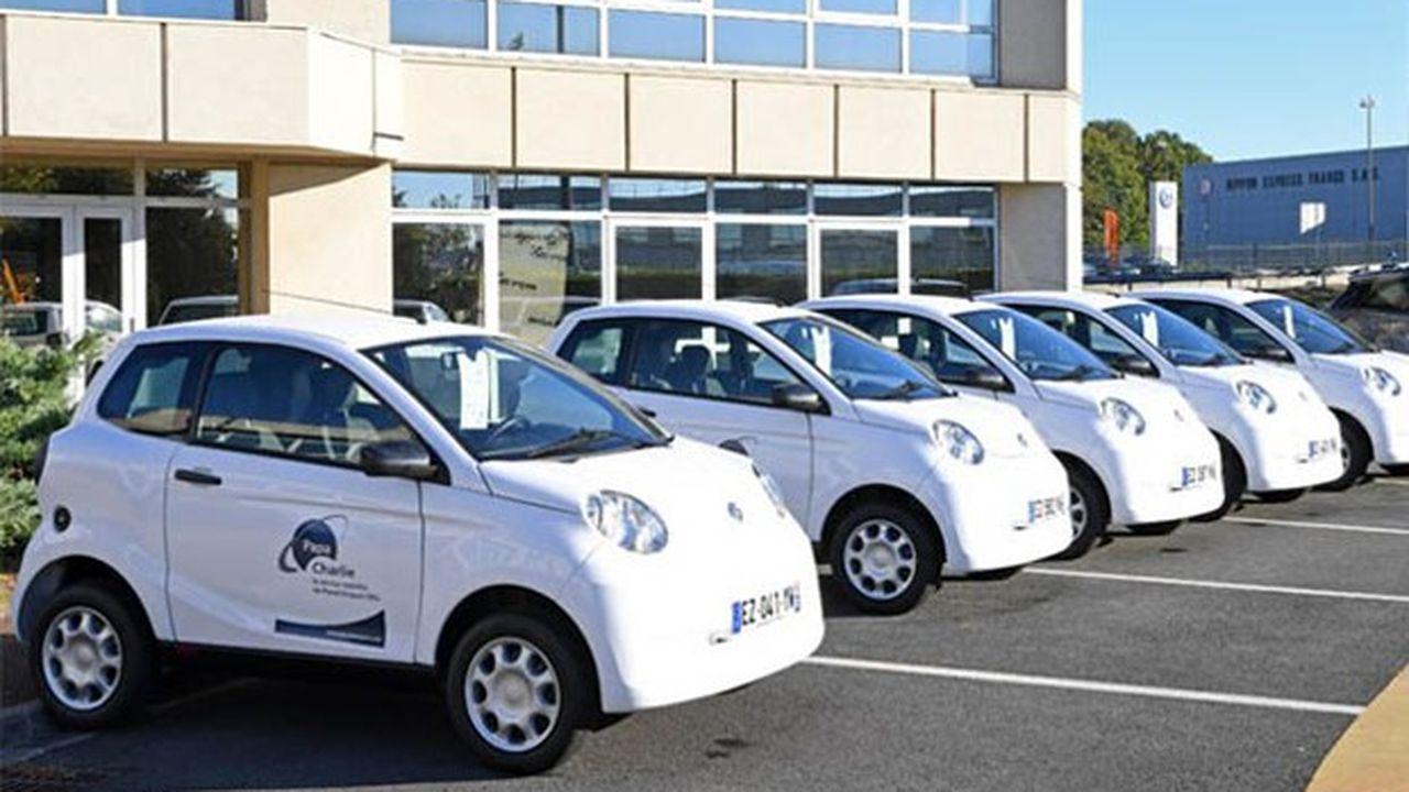 Les petits véhicules de l'association Papa Charlie permettent de faire le trajet domicile-travail vers la zone aéroportuaire de Roissy