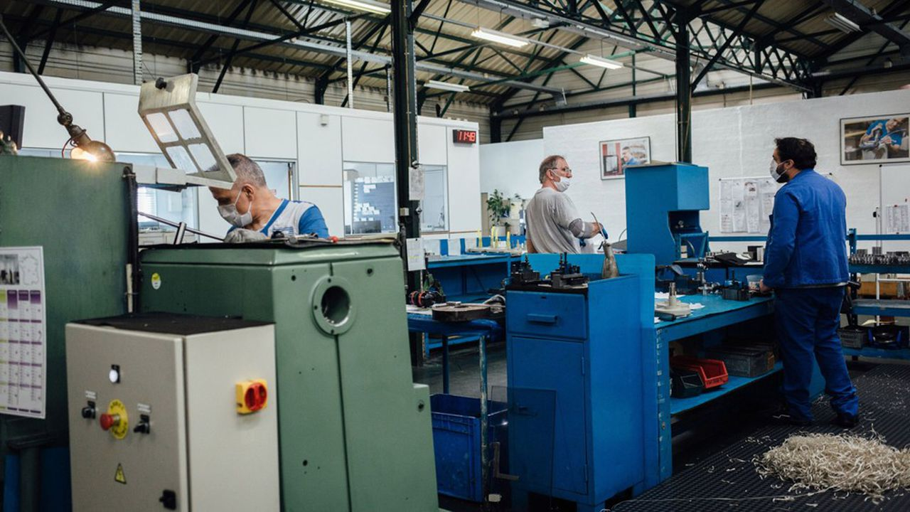 Dans les ateliers, les mesures de précaution sanitaire vont affecter durablement la productivité.