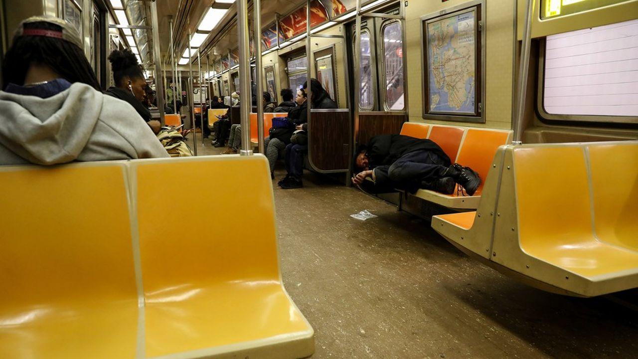 Les mesures de distanciation sociale devront être appliquées dans le métro new yorkais.