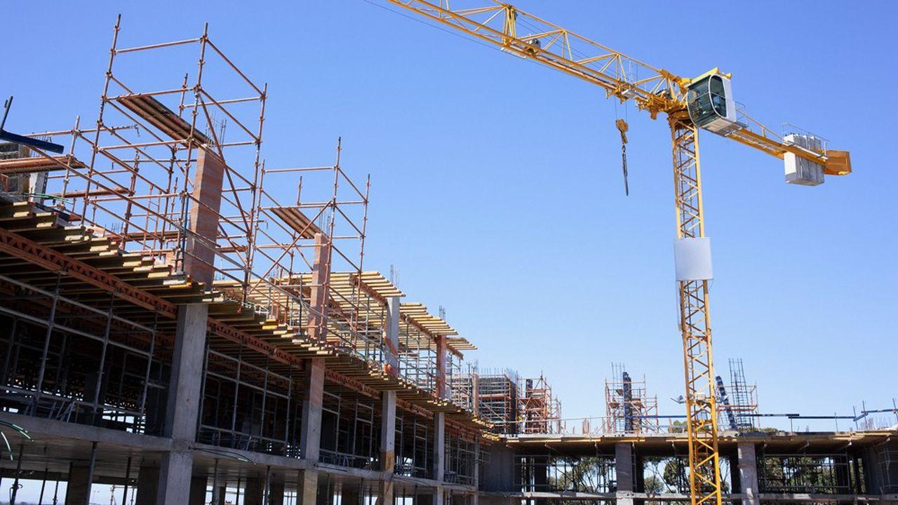 Le redémarrage très progressif dans l'industrie et la construction a légèrement atténué le choc.