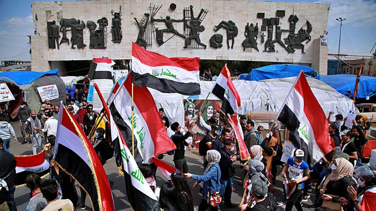 Les manifestants ont dû relâcher la pression à cause du Covid-19 mais continuaient encore, comme ici en mars au centre de Bagdad, de protester contre la corruption et l'incompétence des politiciens.
