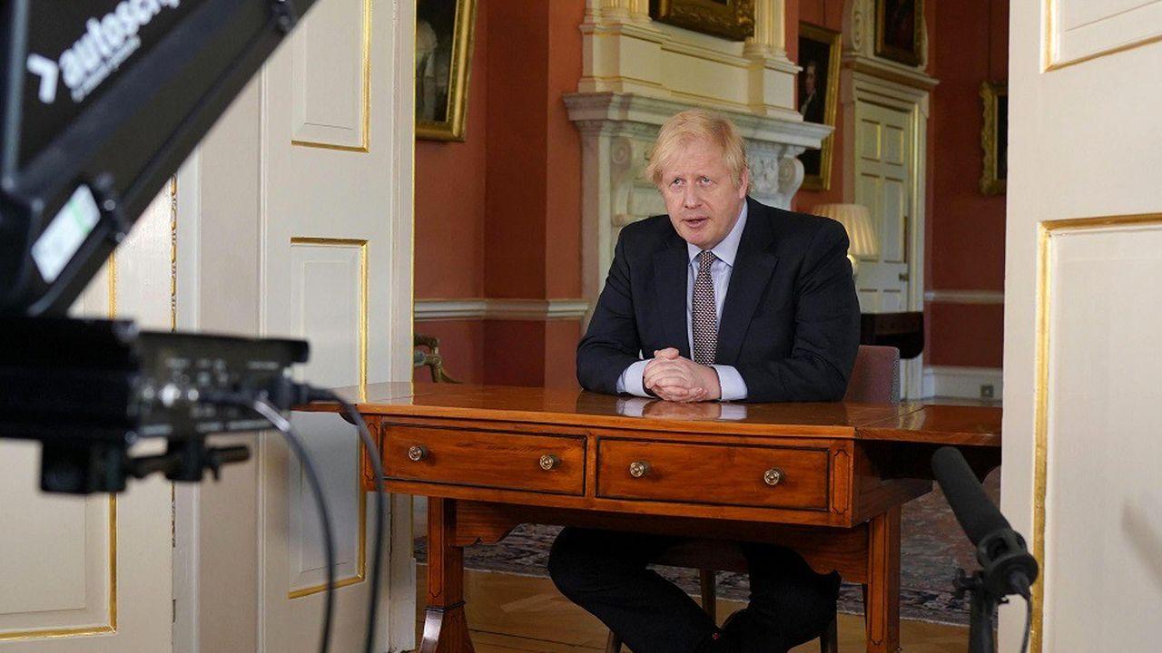 Le Premier ministre abandonne son slogan « stay at home » pour le remplacer par un moins introverti « stay alert ».