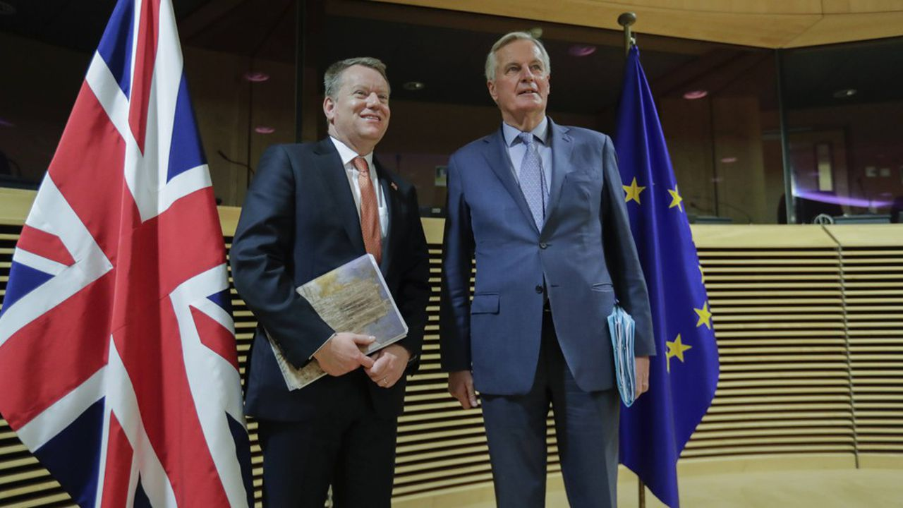Le chef négociateur de l'Union européenne Michel Barnier avec le négociateur britannique David Frost.