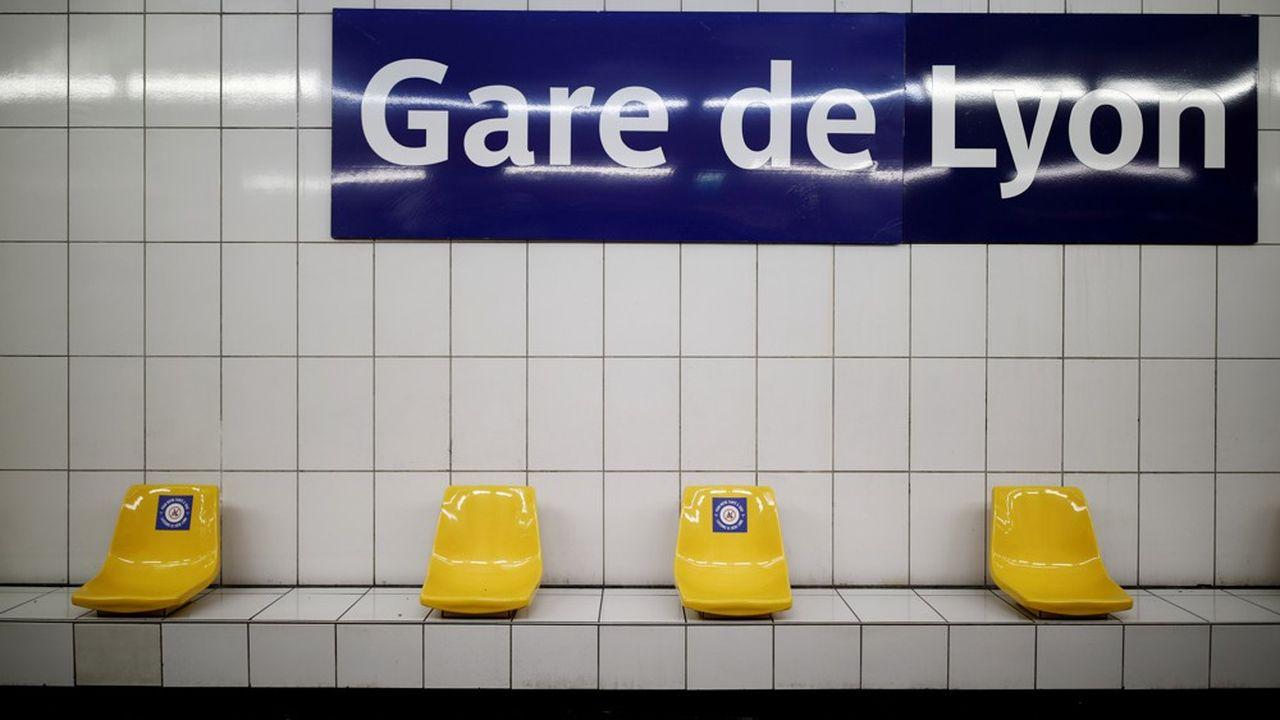Ce lundi matin, gare de Lyon, les passagers dans le métro étaient encore rares.