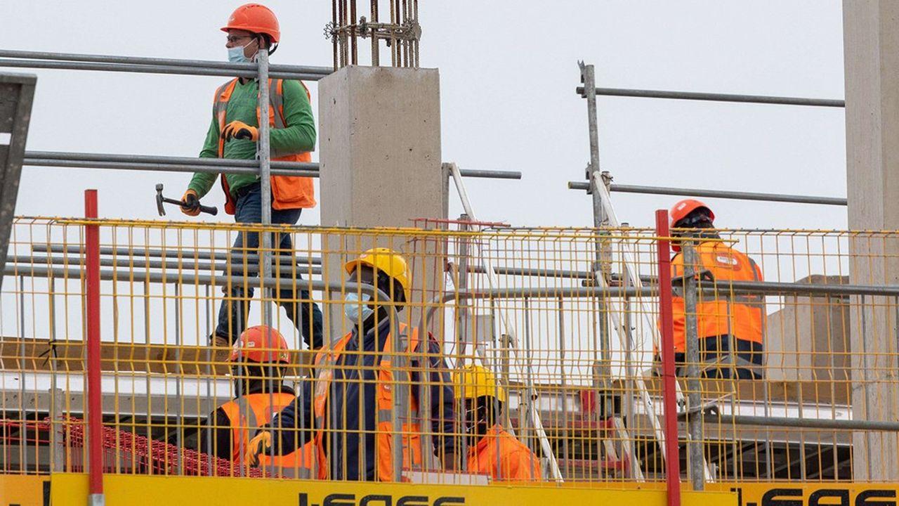 Boris Johnson a appelé«tous ceux qui ne peuvent pas travailler de chez eux» à revenir au travail dès cette semaine. Un message adressé aux employés du secteur manufacturier ou encore de la construction.