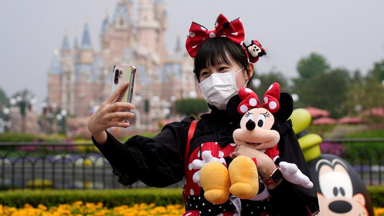 Le parc Disneyland de Shanghai a rouvert ses portes, ce lundi, offrant un premier aperçu de ce que sera le «monde enchanté» à l'ère du coronavirus.