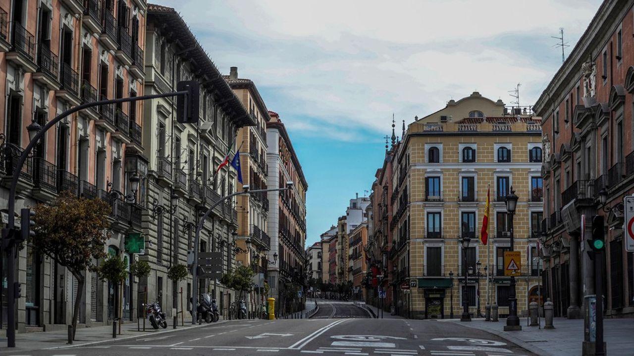 Le silence des rues de Madrid en avril en plein confinement face à la pandémie du nouveau coronavirus.