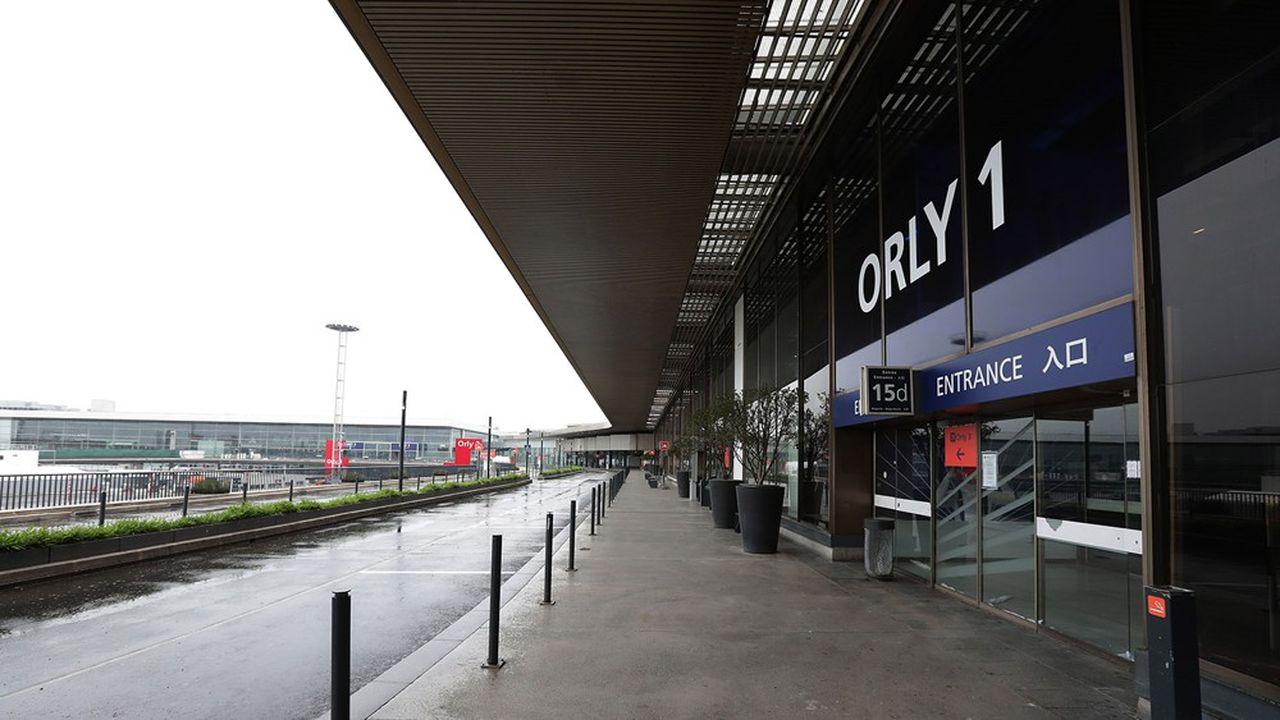 Fermé au trafic commercial depuis le 31mars, l'aéroport d'Orly pourrait finalement reprendre progressivement son activité dès le début de l'été.