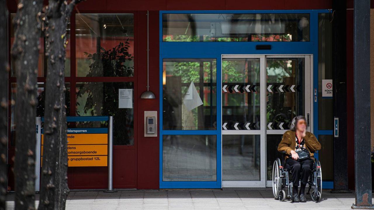 Le problème n'est pas tant la souplesse des restrictions suédoises que les faibles ressources de ces établissements pour personnes âgées, qui ont manqué de tests, de masques et de gel.