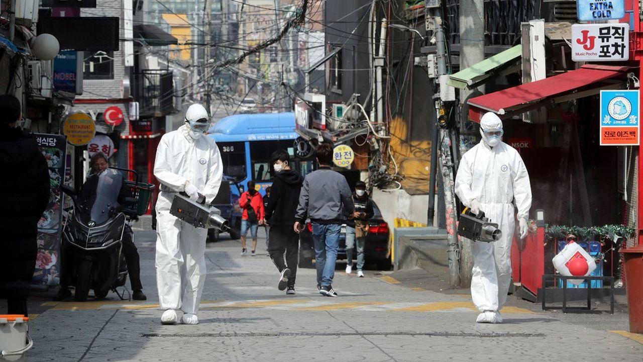 La plupart des nouveaux cas sont des clients de cinq clubs ou bars du quartier branché d'Itaewon et auraient été infectés entre la fin avril et début mai.