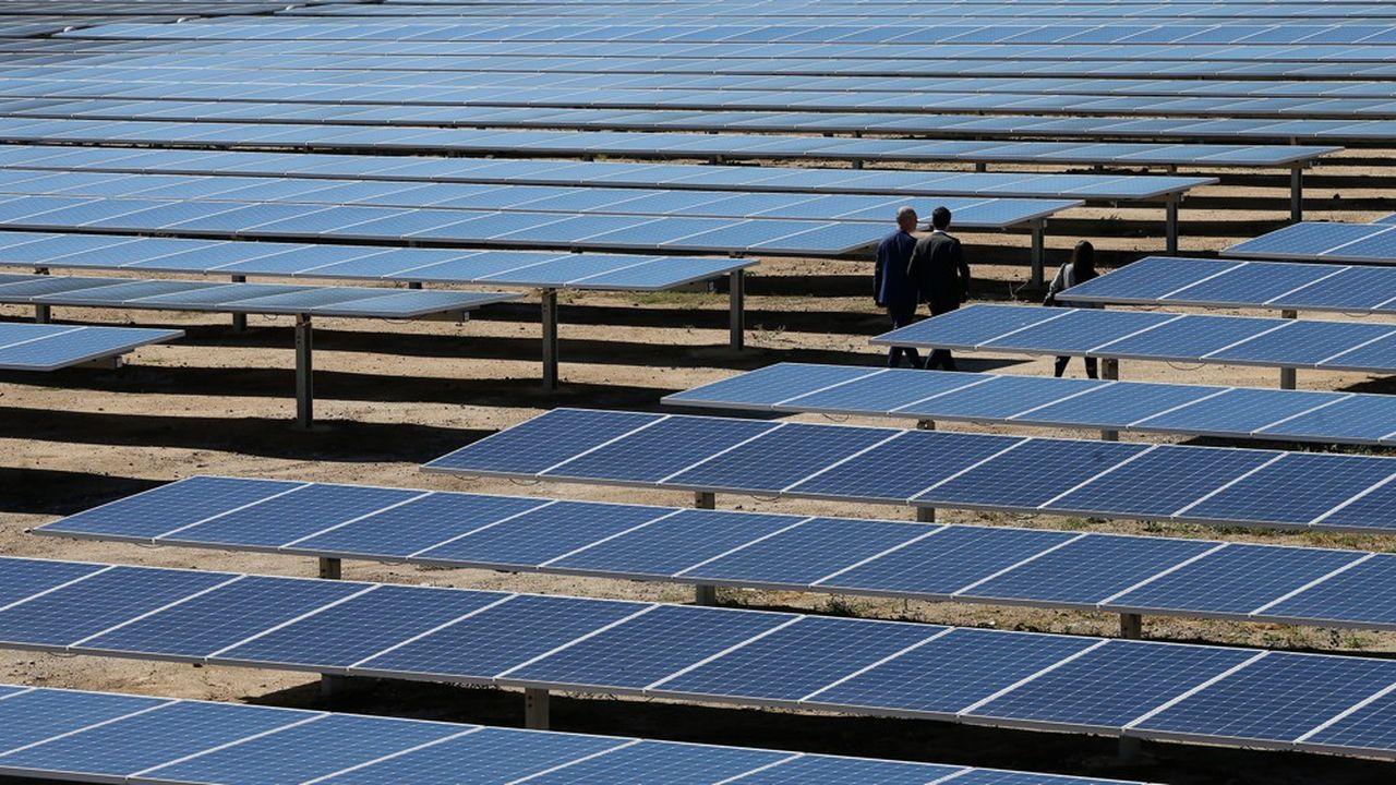 En France, le dernier appel d'offres attribué pour 850MW de capacité photovoltaïque au sol bénéficie d'un prix moyen de 62,11€/MWh. (Photo by PASCAL POCHARD-CASABIANCA/AFP)