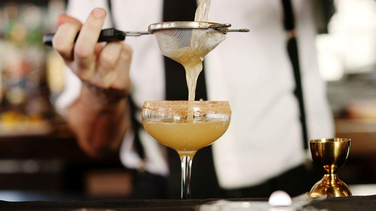 Le confinement a boosté les ventes de gin (+14%) et de rhum (+7,5%) en avril. En revanche, les anisés et le whisky souffrent.