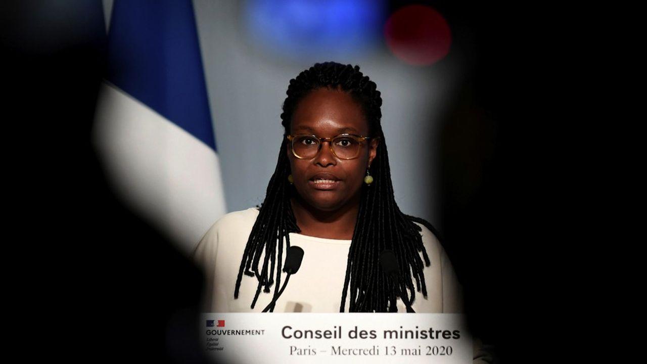 A la sortie du Conseil des ministres, la porte-parole du gouvernement, Sibeth N'Diaye, a assuré que la prime aux soignants serait versée «dans les prochaines semaines».