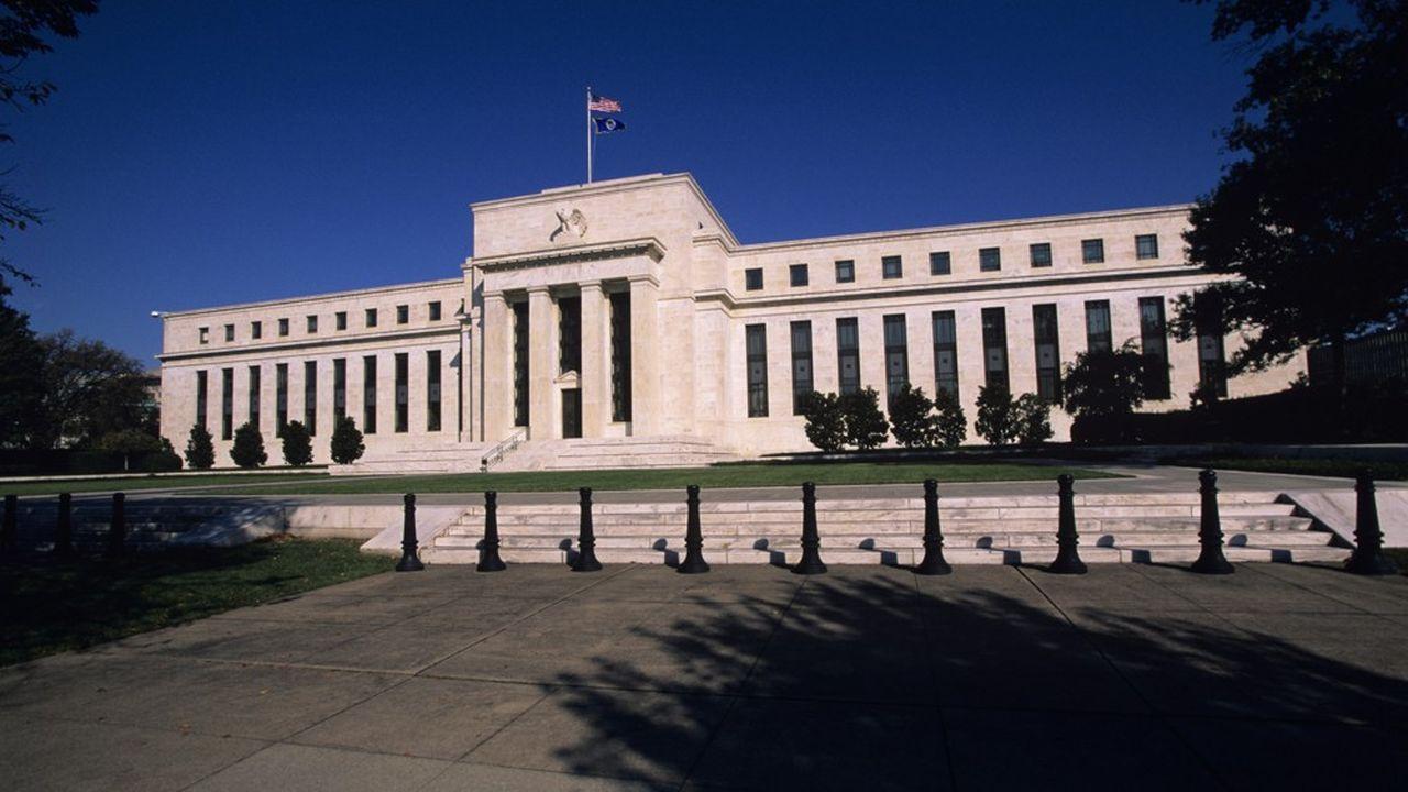 Aux Etats-Unis, la Réserve fédérale est à l'oeuvre pour sécuriser la quasi-totalité du crédit privé, étatique et municipal au sein de l'économie.